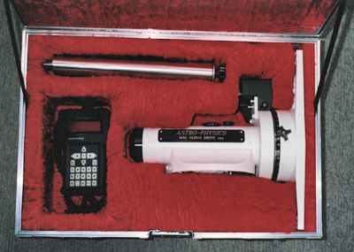 Astro-Physics 900 Mount Declination Housing (left side shown), with GTO Keypad Controller, and Counterweight Shaft in optional Company Seven ATA case (94,326 bytes)
