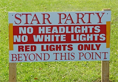Star Party white light warning sign at Greenbank, W.V. 2011 (67,030 bytes)