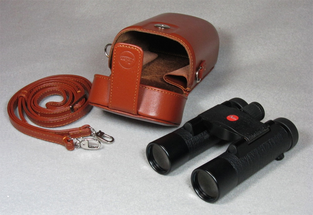Leica 10x25 BL Ultravid with brown leather case (262,590 bytes)