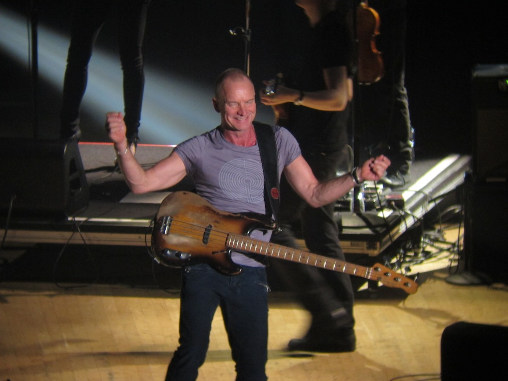 Sting at DAR Constitution Hall Oct. 2011 (152,661 bytes)