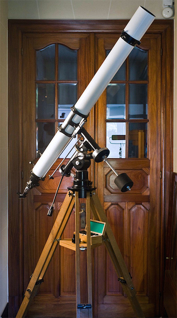 Unitron 4-inch Equatorial telescope east side view (53,541 bytes)