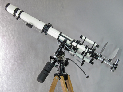 Unitron 3 inch Photo Equatorial telescope right rear view (54,454 bytes)