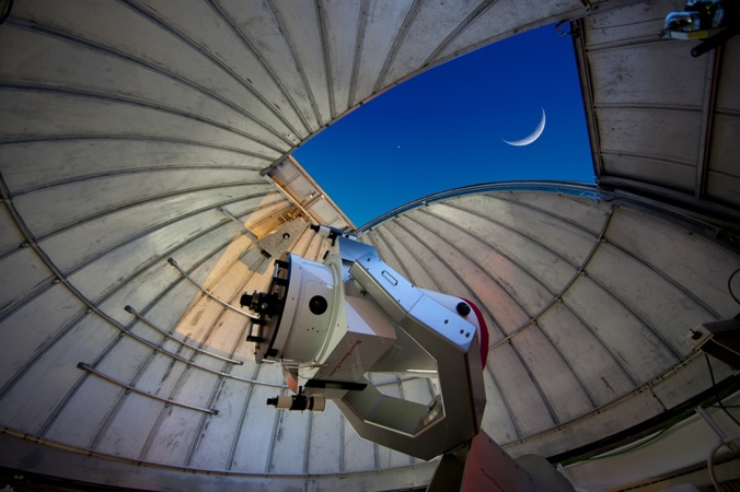 The MCCMO showing the telescope inside the observatory (130,647 bytes)