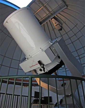 OGS 32 inch (0.81 m) telescope at George Mason University 2011 (70,054 bytes)