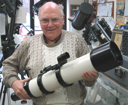 Al Nagler with pre production TeleVue NP127 Apo telescope (50,948 bytes)