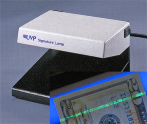 UVP Model SL-2M Security Lamp for detection of fluorescence in US $20 note (32,208 bytes)